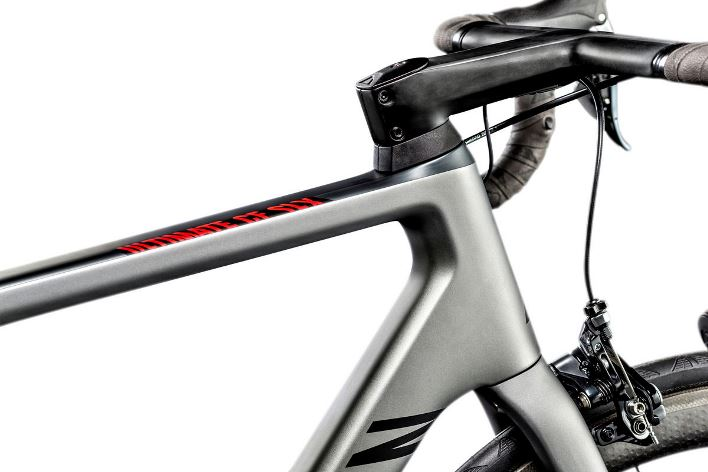 The new Ultimate has a flatter top tube and integrated aero handlebar and stem
