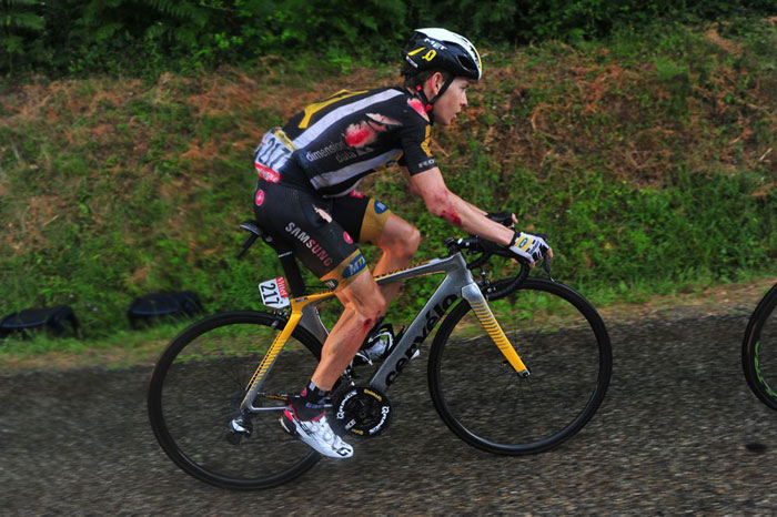 Louis Meintjes  crashed but still finished fifth on the stage
